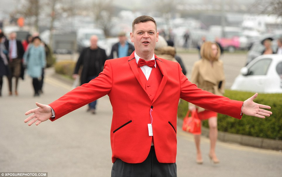 Butlins is the other way! A gentleman in an eye-catching crimson suit and matching bow tie pauses for a photo as he makes his way into the course