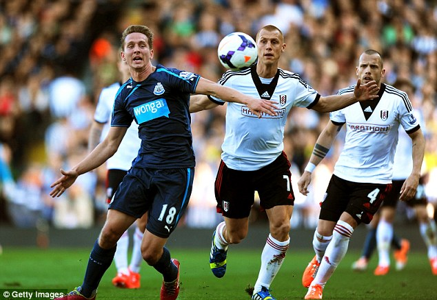 Ball watching:: Toon striker Luuk de Jong and Fulham's Steve Sidwell compete for the ball
