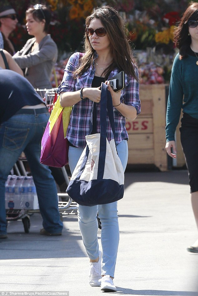 How To Make A Book Cover With A Trader Joe S Bag : Mila kunis goes for the baggy look again in shopping trip
