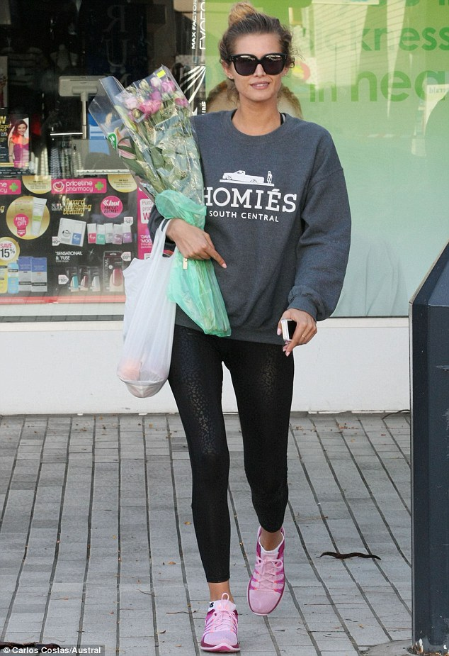 She's got that off-duty model look down pat! Cheyenne Tozzi picks up flowers and groceries in her hometown, Sydney beach-side suburb Cronulla at the weekend
