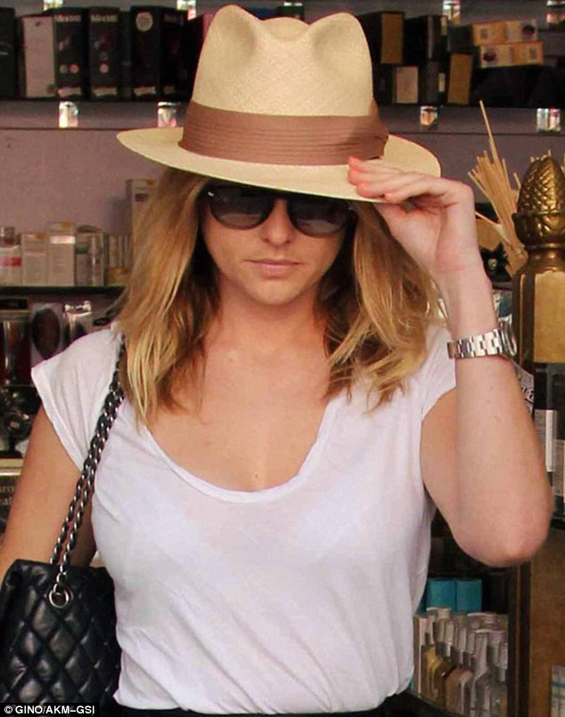 Hatagirl: The stunner was looking especially trendy thanks to this fetching fedora
