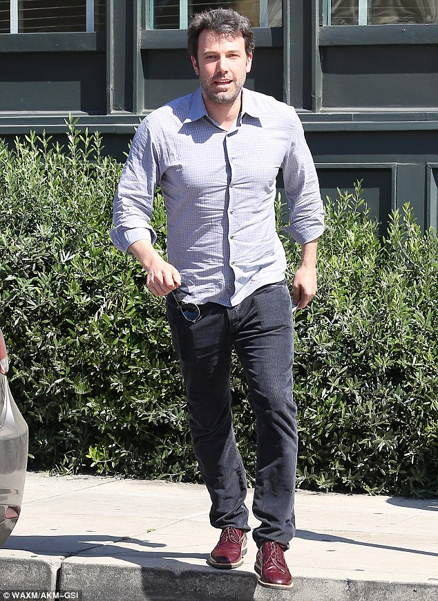 It's a date: Jennifer and her hubby, Ben Affleck joined friends fo rlunch at Tavern Restaurant last Thursday