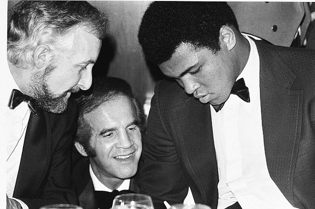 Some of the best: Duff greets another of boxing's greats Muhammad Ali