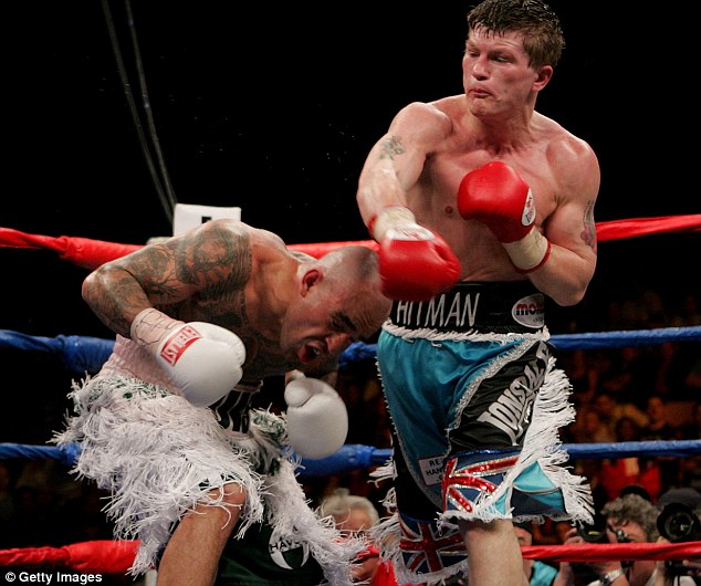 Luis Collazo (L) ducks a right from Ricky Hatton of England during their Welterweight WBA World Title fight