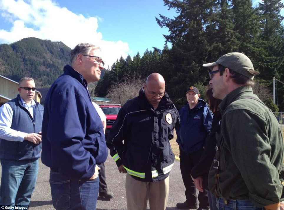 Governor of Washington Jay Inslee (left) speaks with Mayor of Darrington Dan Rankin (right) while surveying the damage caused with emergency services