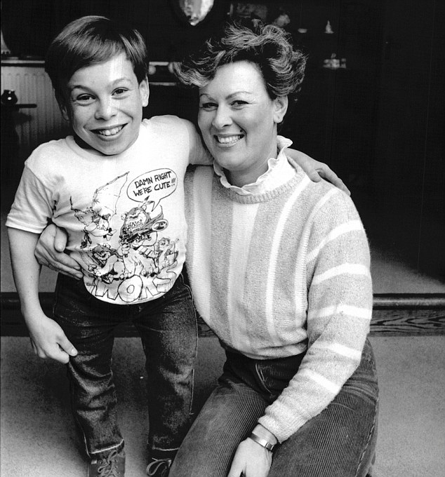 Warwick in 1984 with his mother who is of average height