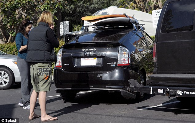 Oops... The 50-year-old actress had stopped at Starbucks on her way to the beach in Santa Monica in Los Angeles when they were stalled by the incident
