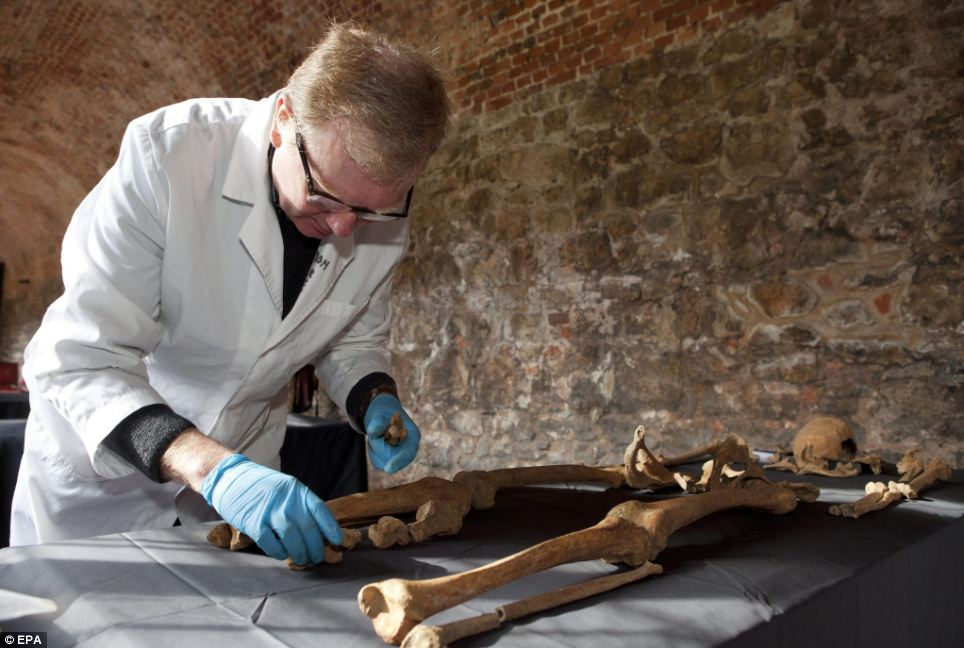 The new finding have come from comparing DNA from teeth of the skeletons to samples from a recent plague outbreak in Madagascar