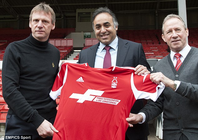 Unveiling: Pearce poses with owner Fawaz Al Hasawi (centre) and Forest ambassador John McGovern