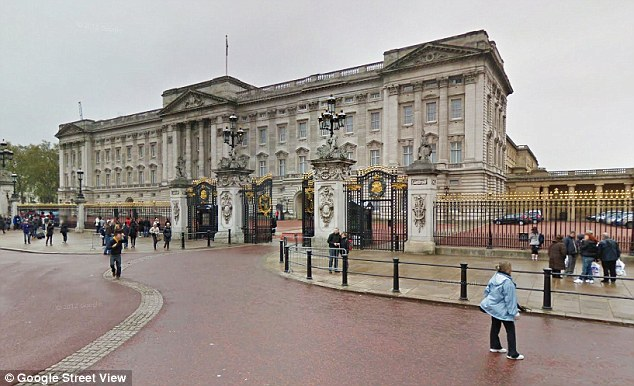 Incident: The dispute took place at the north centre gate of Buckingham Palace, to the side of the main central gate