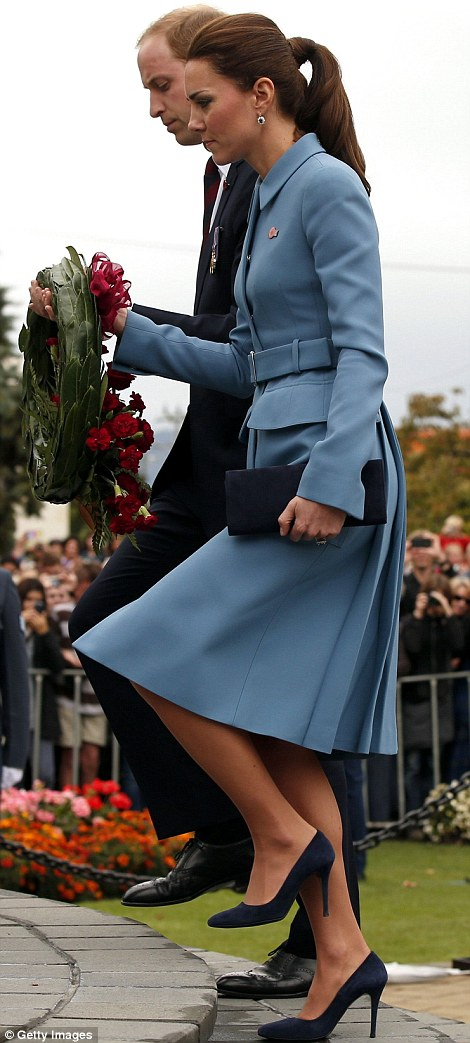 William and Kate laid a wreath containing their own handwritten messages to mark 100 years since World War One