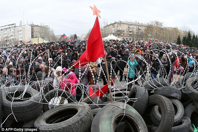 Hundreds of pro-Russian supporters join militants to barricade the state building as protestors force the regional police chief from his post