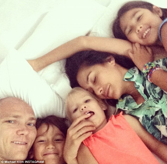 Take that, Ellen! Much like the comedian's infamous Oscars selfie, the Klims squeezed in for a group selfie as they enjoyed a family cuddle in bed on Sunday morning