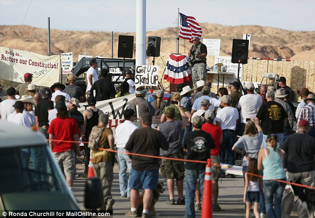 Pete Santilli speaks to Cliven Bundy supporters during a rally near the Virgin River