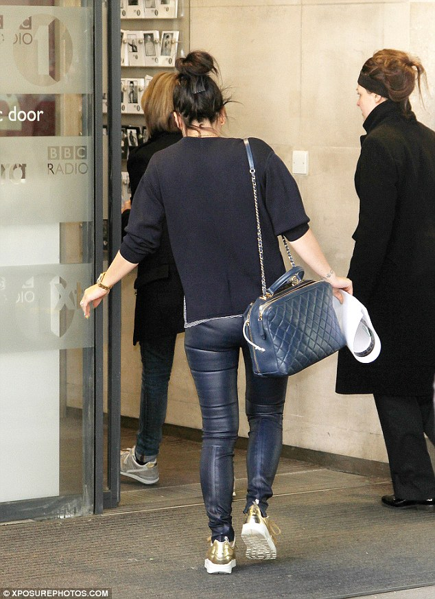Feeling blue: Clutching a pile of papers in her hand, the 28-year-old completed her outfit with a blue quilted handbag