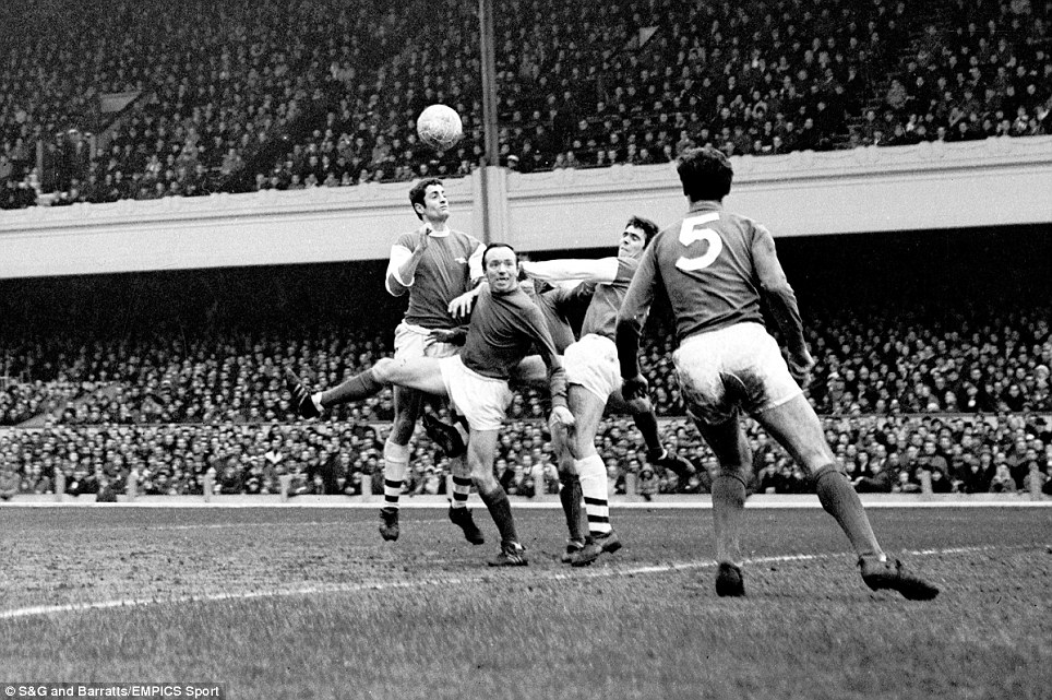 Manchester United's David Sadler (r) looks on as teammate Nobby Stiles (third r) tussles with Arsenal's Frank McLintock (fourth r) and Bobby Gould (second r)