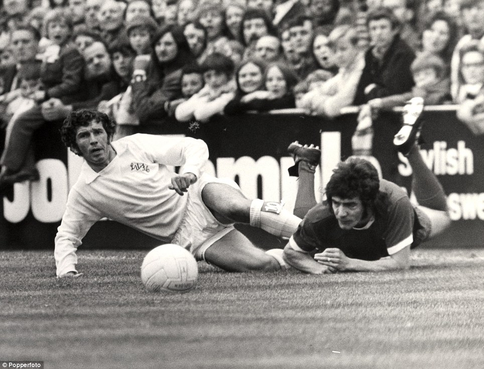 FOOTBALL LEAGUE DIVISION ONE.... JOHNNY GILES FOULS LIVERPOOL'S KEVIN KEEGAN IN 1972