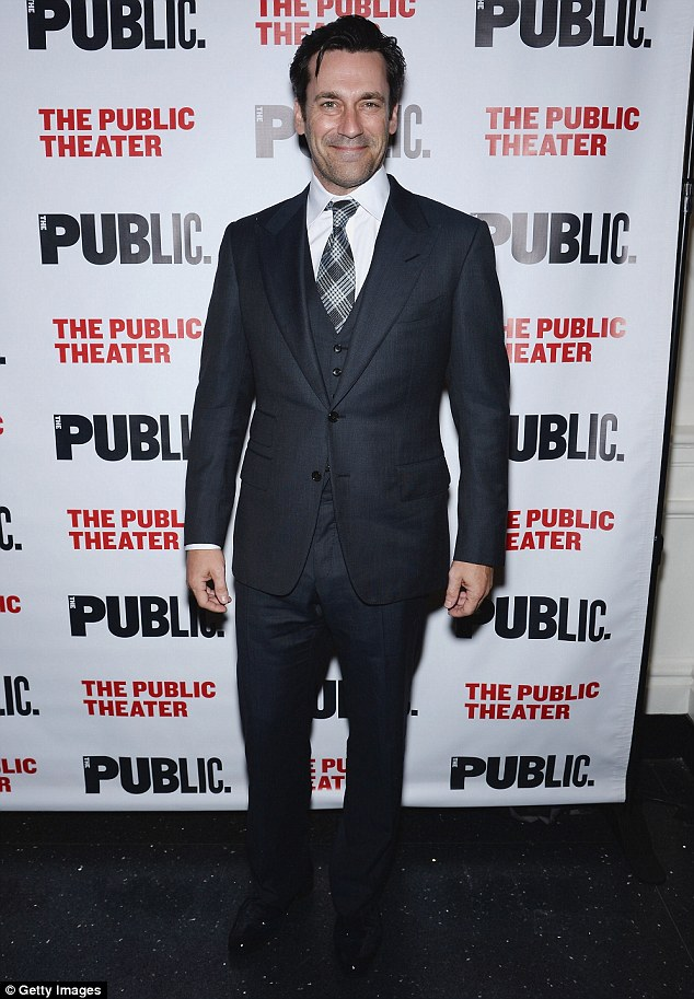 The madman! Jon Hamm arrived in a slimming and handsome dark grey suit that paired nicely with his toned frame