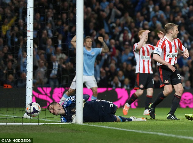 Howler: Vito Mannone's late error lost two points for bottom of the League Sunderland