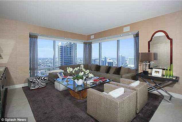High-rise: The unit is located on the 42nd floor of the Four Seasons
