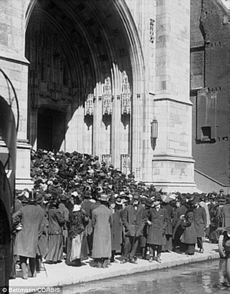05 Apr 1915, Manhattan, New York City, New York State, USA --- Original caption: New York, New York: Easter Parade On Fifth Avenue. Crowd at St. Thomas' Church