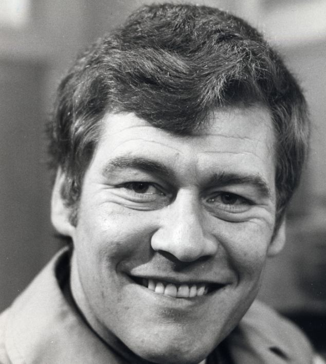 Ian Cullen, best known for playing PC Skinner in Z Cars is the biological father of Kate O'Mara's son Dickon