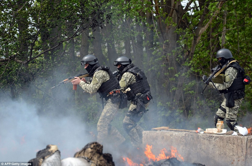 Attack: Ukrainian special forces take position in the eastern Ukrainian city of Slovyansk on Thursday