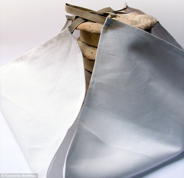 Portable: The tablecloth serves the additional purpose of transporting the food in its containers to a picnic
