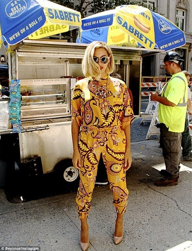 Hot dawg! Then we see bobbed Beyonce standing by a hotdog stand in what looks like New York