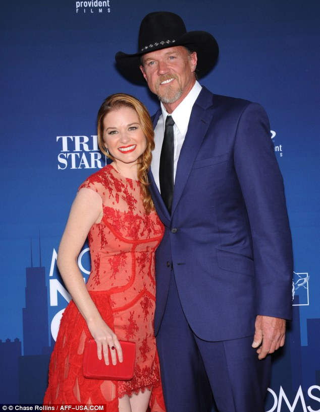 Cosying up: Sarah gamely spotted with co-star Trace Adkins