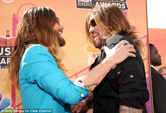 Who knew they were friends! The Thirty Seconds To Mars rocked enjoyed a jovial chat with country star Billy Ray Cyrus as they bumped into each other while walking the red carpet