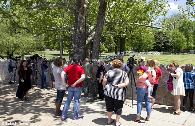 The general public were barred from Graceland during the visit but despite not being able to visit the home of the king of rock 'n' roll, they hung around hoping for a glimpse of a future King