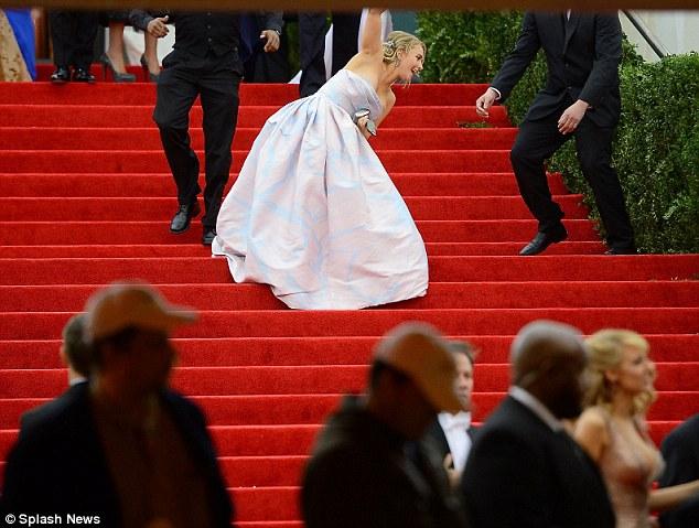That fall in full: Ushers scrambled for the Nashville star as she toppled