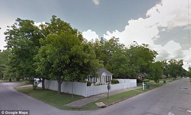 The armed estranged wife forced her husband into a car on this block in Selma, Alabama at 5am on Monday