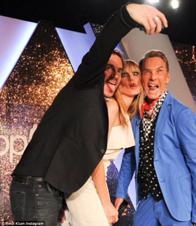 Now THAT'S a selfie! The trio pulled funny faces as Thomas took a selfie before the start of the show