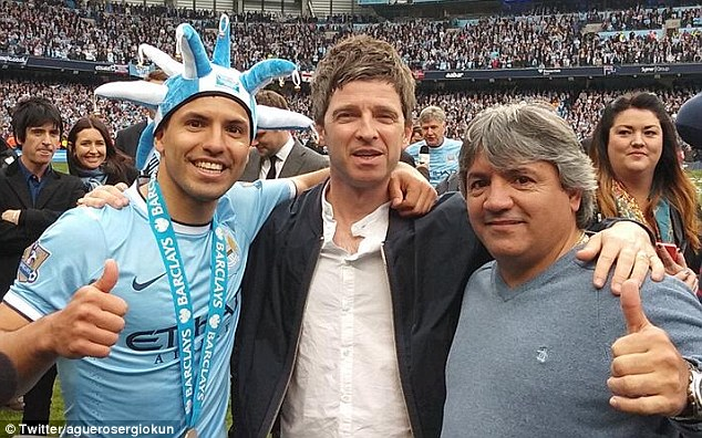 Thumbs up: Sergio Aguero poses with father Leonel and former Oasis member Noel Gallagher