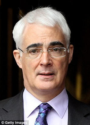 Alistair Darling has effectively been dumped as head of the campaign to keep Scotland in the UK following crisis cross-party talks