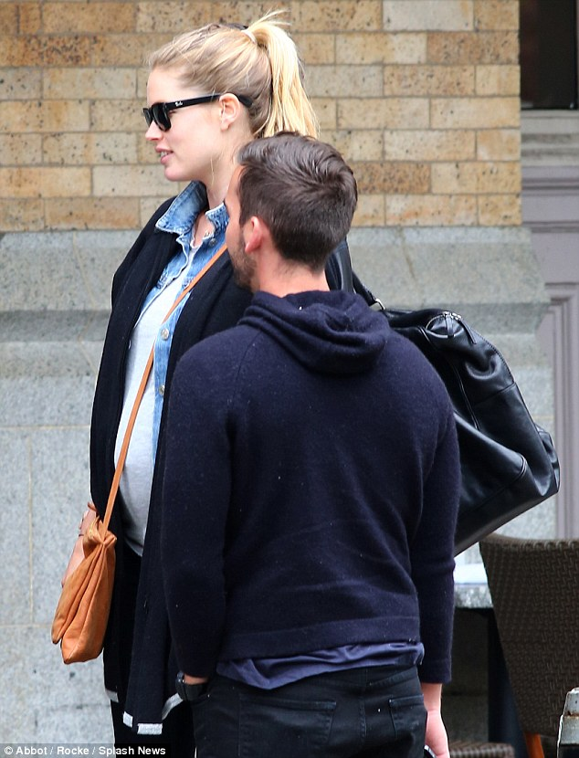 Casual: Doutzen also sported a grey T-shirt, denim button-down and skinny jeans