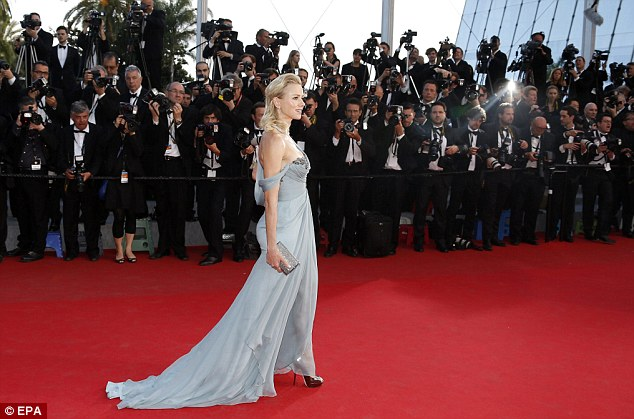 Wow! The actress looked in awe as she surveyed the rows of photographers ahead of her