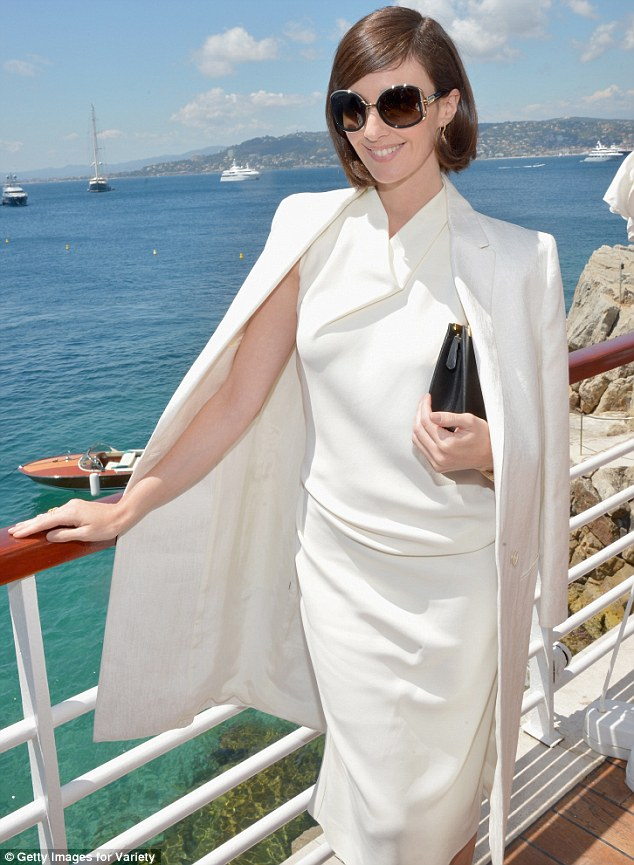 She won't be Forgotten! Paz clutched a black handbag under her arm, while keeping the rest of her accessories to a minimum