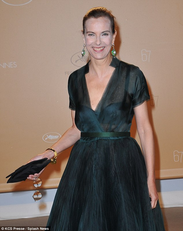 make-up fail! While the 56-year-old, who stars in the new Rosemary's Baby mini-series remake, was wearing a stunning emerald green semi-sheer gown, all eyes were on her unfortunate overzealous powder application