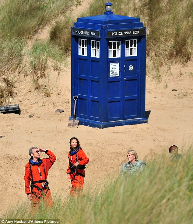 Early start! Peter and Jenna were seen filming scenes for the eight series of the popular fantasy in the early hours of the morning