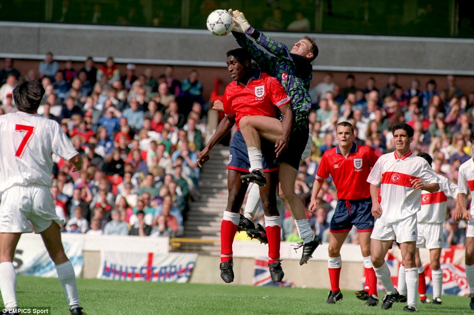 TURKEY GOALKEEPER MURAT TURKSOY & ENGLAND'S SOL CAMPBELL TUSSLE FOR THE BALL IN 1993 AT THE CITY GROUND