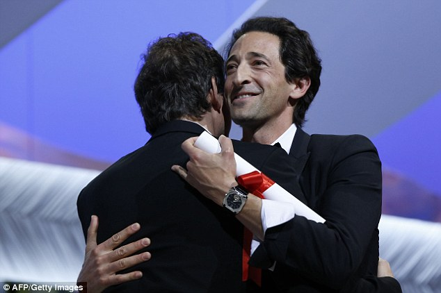 Congratulations: US director Bennett Miller (L) is presented the Best Director Prize by US actor Adrien Brody during the closing ceremony of the 67th edition of the Cannes Film Festival