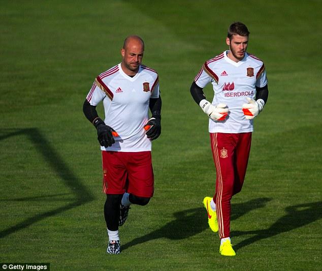 Runner runner: Reina with fellow goalkeeper David de Gea warming up with Spain