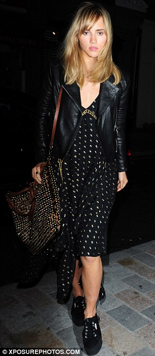 Cool and casual: Suki Waterhouse wowed in a loose-fitting black dress, leather jacket and pumps