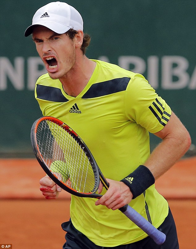 Andy Murray plays Philipp Kohlschreiber during their third round match of the French Open tennis tournament