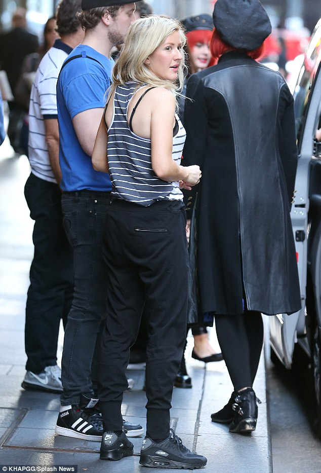 Black on black! When it came to her bottoms Ellie kept it all black, sporting sweat pants and Nike Air Max kicks