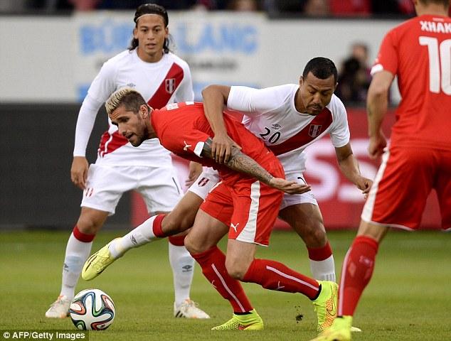 Tussle: Swiss midfielder Valon Behrami and Luis Ramirez (C) vie for possession