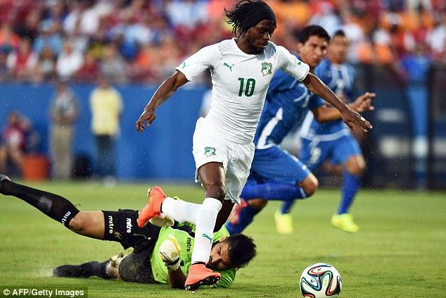Composure: Gervinho keeps his feet under pressure from goalkeeper Henry Hernandez to score for Ivory Coast